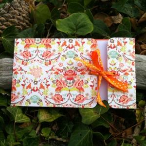Carte fleurie, joyeuse, ruban,