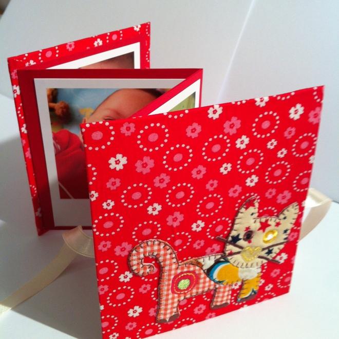 Mini album photos en accordéon rouge en tissu chat