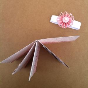 Porte carte de fidélité ou porte cartes de visite, porte feuille rose et sa rosace