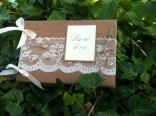 Livre d'or de mariage en kraft et dentelle fait main avec boutons de nacre