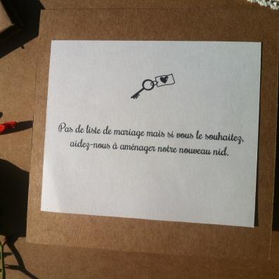 Faire-part de mariage en kraft et dentelle et petite clé argenté