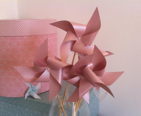 Moulins à vent pour déco de mariage ou baptême rose irisé, pastel