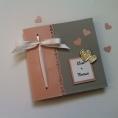 faire-part-de-mariage-gris-clair-rose-pastel-et-touche-argentee-coeurs-metalliques-et-ruban-de-satin-1