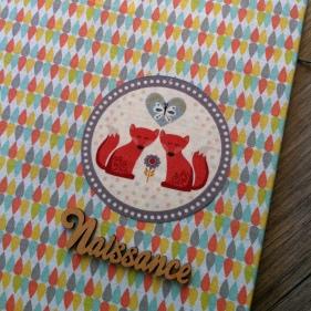 classeur-de-naissance-en-tissu-theme-renards-et-mot-naissance-en-bois-4