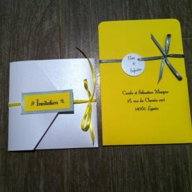 faire-part-pochette-de-mariage-avec-3-cartons-blanc-gris-argent-et-ruban-jaune-soleil-mon-faire-part-est-unique-mariage-chic-elegant-tendance-2017-12