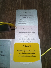 faire-part-pochette-de-mariage-avec-3-cartons-blanc-gris-argent-et-ruban-jaune-soleil-mon-faire-part-est-unique-mariage-chic-elegant-tendance-2017-4