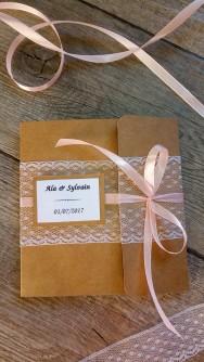 Faire-part invitation mariage kraft, dentelle, rose poudré, rose pastel, rose pale, ruban, champêtre et original 1