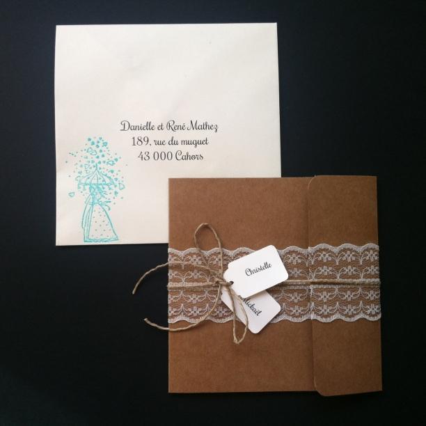 Faire-part invitation mariage kraft et dentelle champêtre chic avec prénoms des mariés, mariage chic et original 1