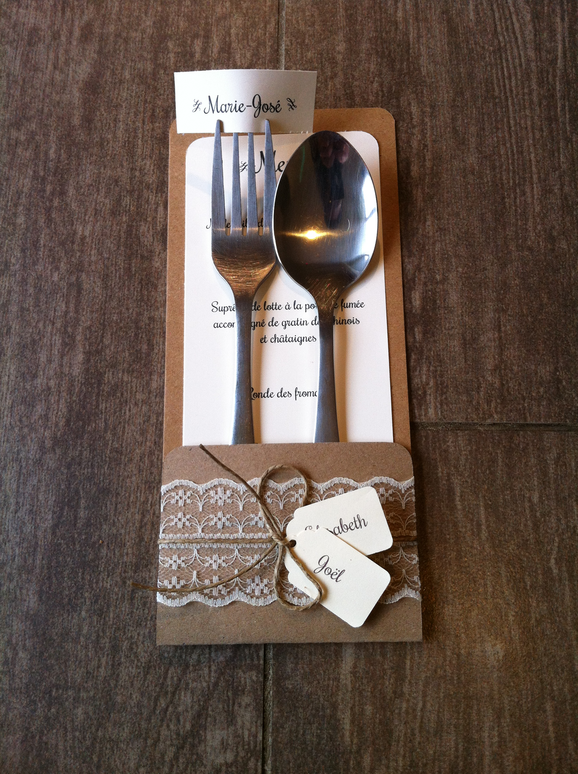 mariage dentelle marique place menu range couvert. Black Bedroom Furniture Sets. Home Design Ideas