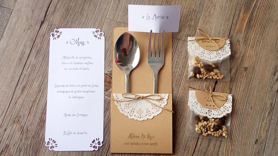 3-en-1: menu,range-couverts etmarque-place