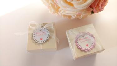 Etiquettes personnalisée blanche et rose contenant à dragées mariage 1