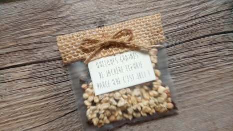 sachets de graines à offrir aux invités - cadeaux originial invités mariage thème champêtre - toile de jute - gamme mariage champêtre 9