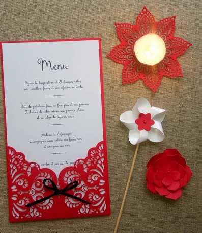 Menu rouge et blanc thème mariage, décoration de table de mariage