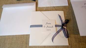 Faire-part épuré minimaliste blanc et bleu nuit 4
